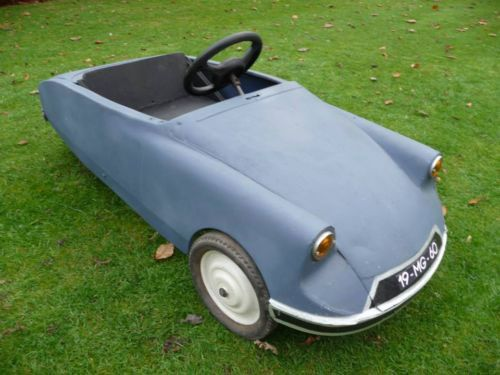 vintage citroen ds pedal car the original citroen ds is one of the coolest cars ever made which means this citroen ds pedal car should be a pretty cool