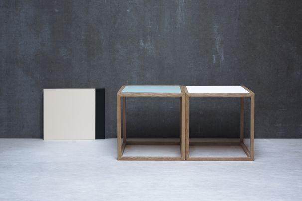 Sixto kubebord designet af Thor Høy  Vendbar bordplade hvid/tyrkisgrøn laminat