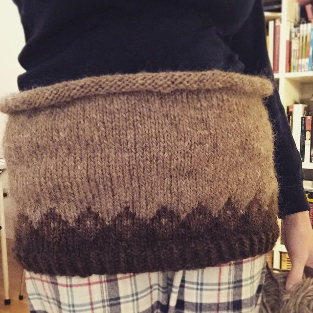 Ser ut til at #kjærestegenseren blir liten nok til megLes mer om #genserprosjektet på #bloggen FYI:DIY (link in bio) #fyi #diy #islender #islandsgenser #genser #strikk #knit #prosjekt #project #knitwear #strikkedilla #knitstagram #knittersofinstagram #alafosslopi #islandsk #ull #wool #sweater