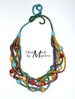 Majalena: Najnowszy projekt...i Szczęściarz. Crochet and wooden beads necklace, pictures only.