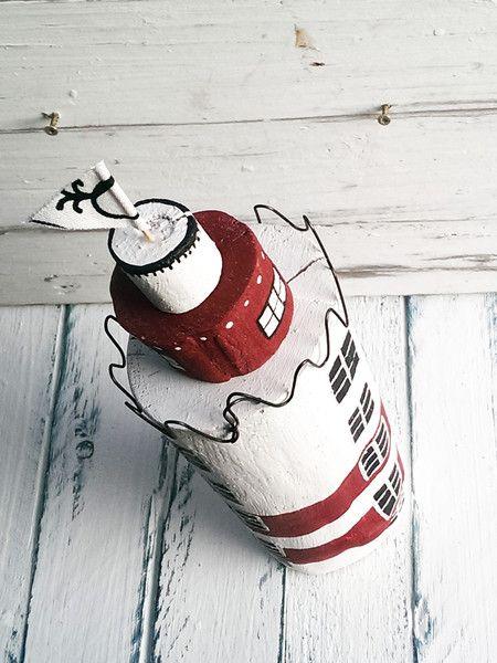 """Deko-Objekte - Leuchtturm aus Altholz ~ maritim ~ """"weiß-rot"""" - ein Designerstück von melkey bei DaWanda"""