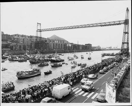"""""""El puente ha sido testigo de celebraciones deportivas, como la de 1983, cuando el Athletic ganó la Copa y la Liga. Alfredo Pérez Trimiño"""" (Recorrido histórico por el Puente Vizacayal)"""