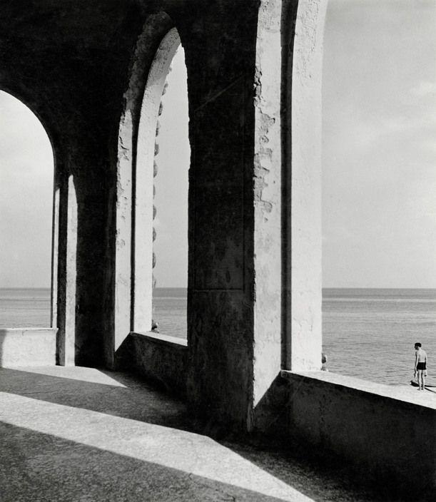Magnum Photos - Herbert List ITALY. Genoa. Hall of the Fishmarket (?). 1934.