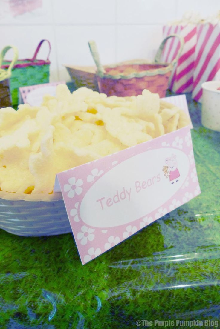 Peppa Pig Party Food Ideas -- I think I'm going to use teddy grahams but this is such a cute idea!