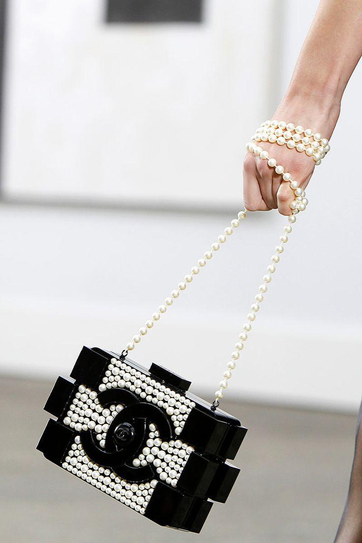 joyas perlas la obsesión de la elegancia clásica. http://www.vogue.mx/articulos/joyas-perlas/3835
