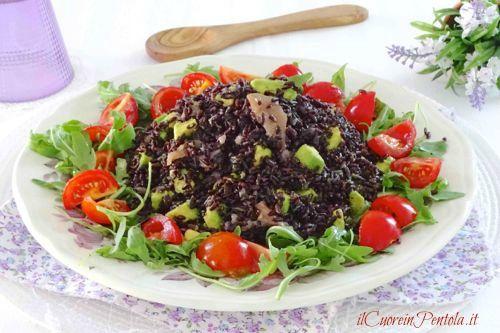 Insalata di riso venere con salmone http://www.ilcuoreinpentola.it/ricette/insalata-di-riso-venere-con-salmone/