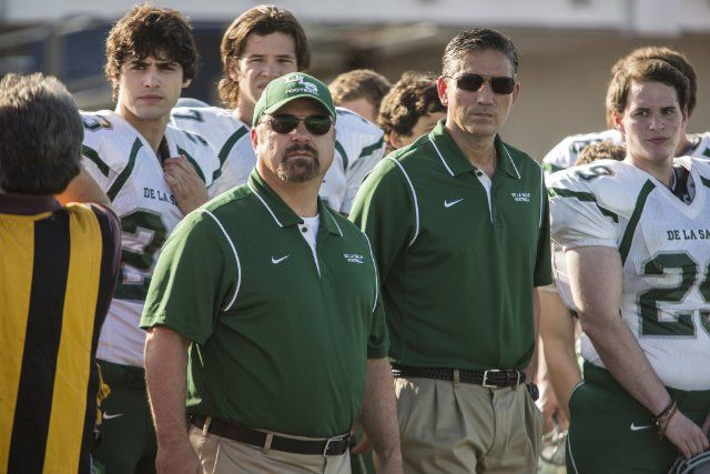 Still of Jim Caviezel, Michael Chiklis and Matthew Daddario in When the Game Stands Tall (2014)