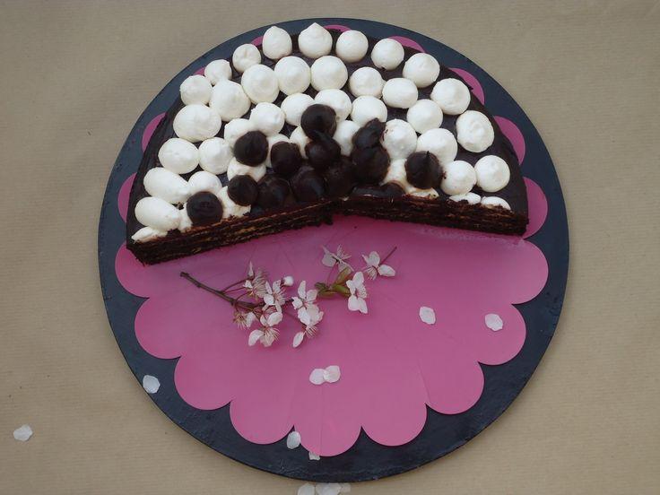 Krémes, csokis szülinapi torta: könnyen, gyorsan, glutén- és cukormentesen | Időtetrisz