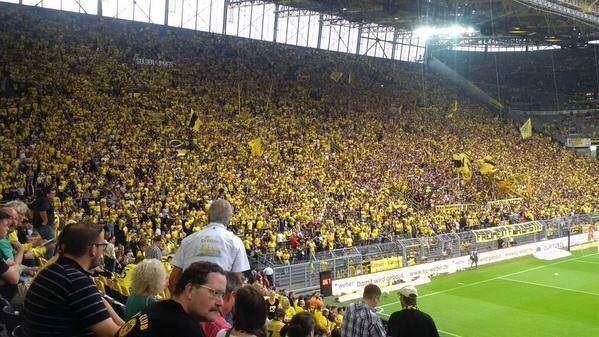 Na Signal Iduna Park pojawił się komplet publiczności • Ponad 81 tys fanów Borussii Dortmund w meczu otwarcia Bundesligi • Zobacz >> #bvb #borussia #football #soccer #sports #pilkanozna