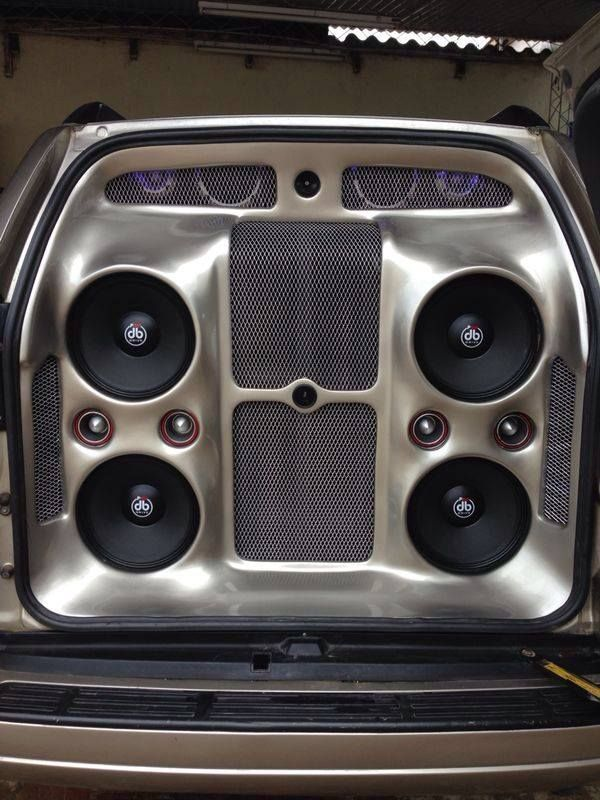 Killer Car Audio Install from Panama. Pro Audio, Subwoofers and Tweeters make everything sweeter.
