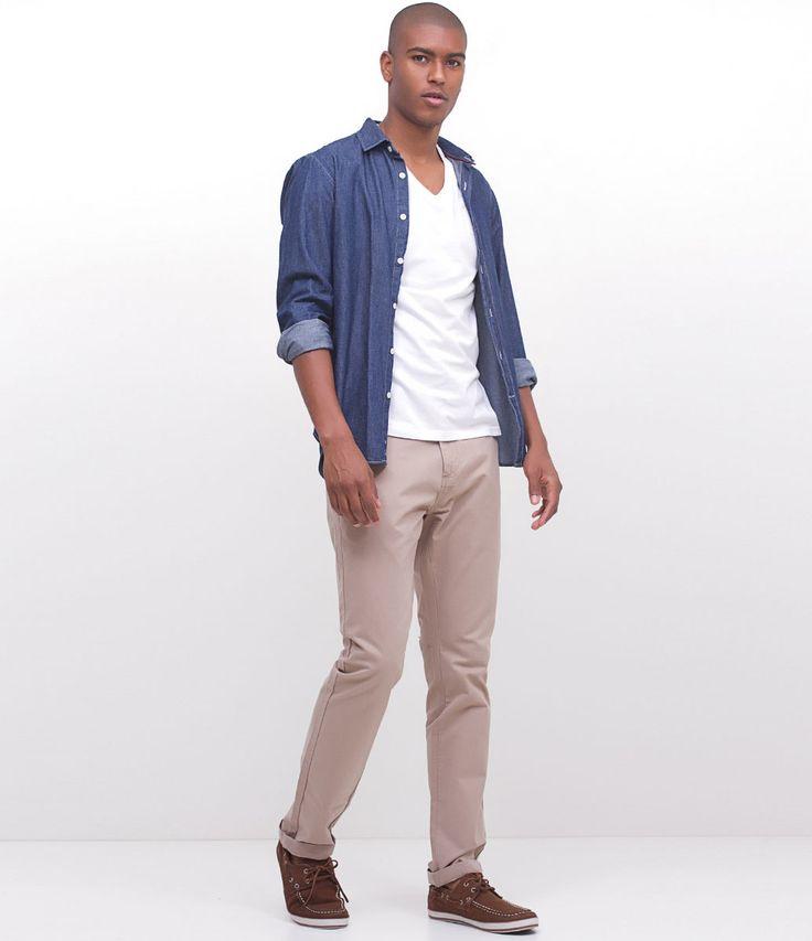 Calça masculina      Modelo Slim      Marca: Marfinno      Tecido: Sarja      Composição: 100% algodão      Modelo veste tamanho: 42           Medidas do modelo:         Altura: 1,88    Tórax: 94    Cintura: 80    Quadril: 98         COLEÇÃO VERÃO 2017         Veja outras opções de    calças casuais masculinas.                Calça Masculina - Slim         A calça slim vem reinando no guarda-roupa masculino há um bom tempo, afinal, esse modelo de calça é perfeito para fazer qualquer coisa…
