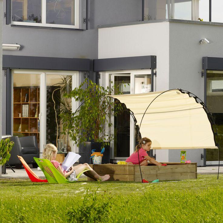 Skincom Sonnenzelt Premium - Ambientebild mit Kindern im Sandkasten