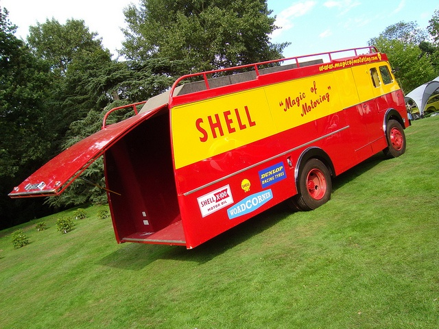 Classics At The Castle 2010 - Shell Lorry
