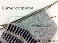 Bei Stine & Stitch gibt es eine Anleitung mit vielen Bildern und Tipps für eine perfekte Bumerangferse.