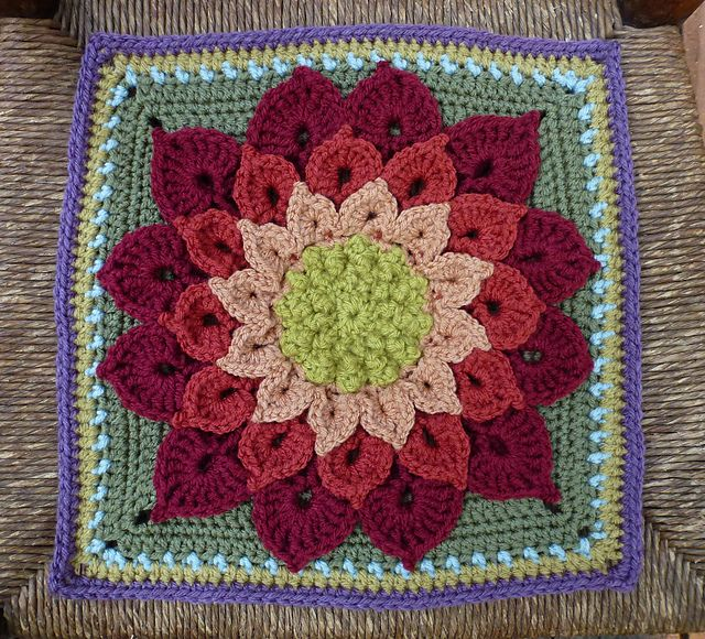 Ravelry: The Crocodile Flower. FREE pattern on Ravelry.