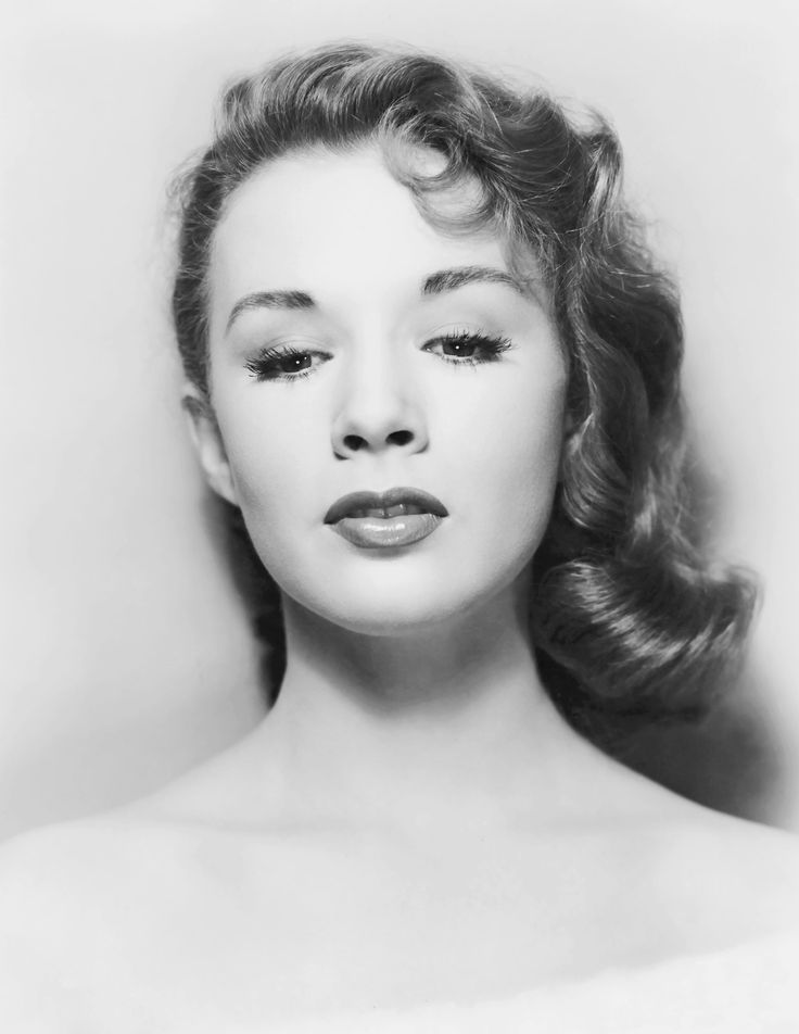Piper Laurie, a 1954 publicity photofirst posted by jeanjeanie61 (http://vintage-erotica-forum.com)