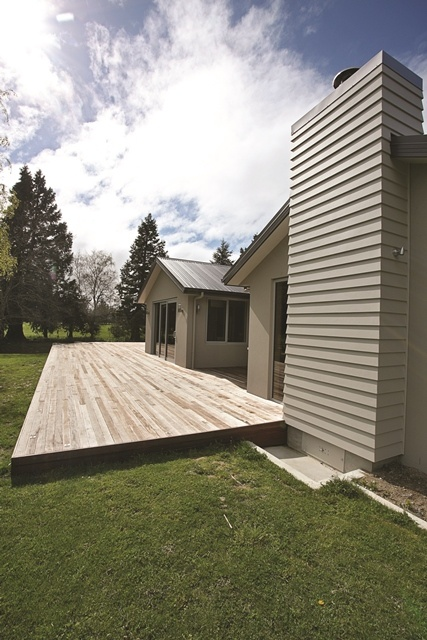 Contrasting exterior cladding materials help the home stand out from its surrounds.