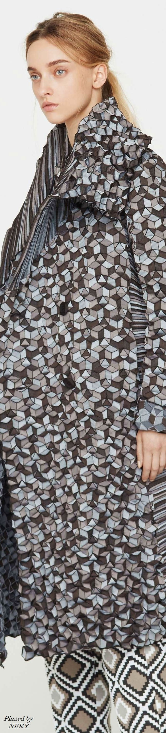 86 best images about ISSEY MIYAKE Couture on Pinterest  ~ Issey Miyake Fleur De Bois