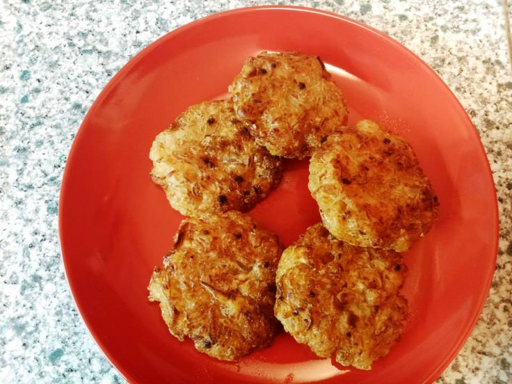 Kytičkový den - Zelné placky (brambory,kyselé zelí,solamyl,česnek,vegeta,majoránka,kmín,rostl.olej)