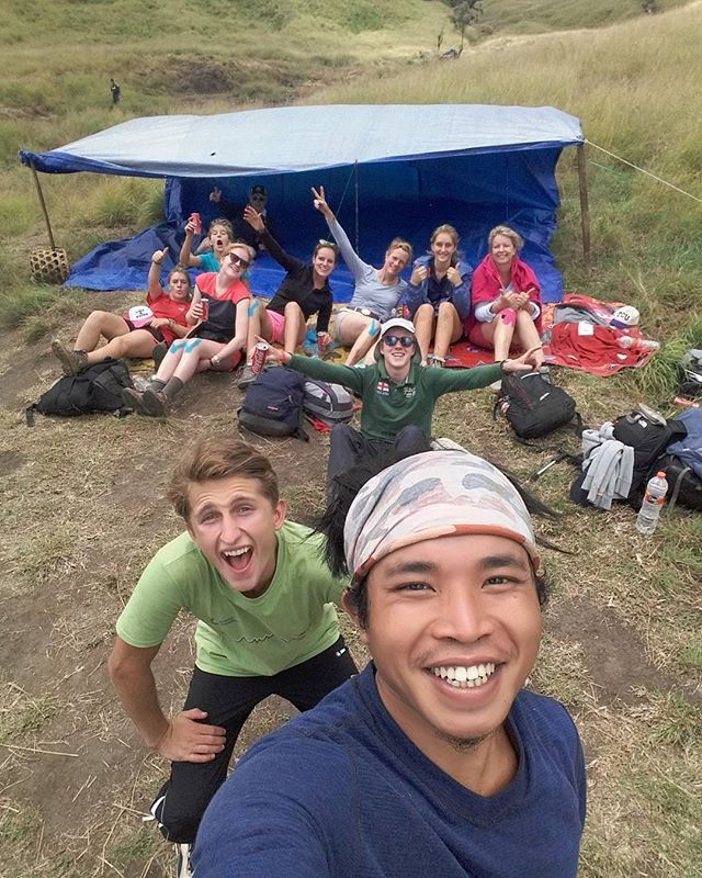 Happy family vacation -> Waiting for lunch on the beautiful Savanna on mt.rinjani.  Join us #mujitrekkertrip  #mujitrekker #Lombok #backpackers #backpacking #traveling #travellust #trekking #hiking #mountaineering #Indonesia #natgeo #mountaingirls #wanders #wanders #adventure #bestplacetovisit #bestvacation #holiday