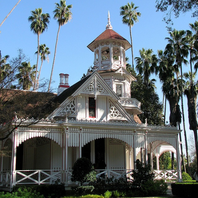 17 images about victorian houses on pinterest queen for Queen anne victorian