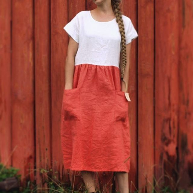 Would you like a dress? One of 10 #linen dresses of this #Siberian #summer. White and coral. Two pockets. Wide and breathing. Goodbye August!  45€, size: 44-46  #midi #summerdress #linendress #handmadedress #customsewing