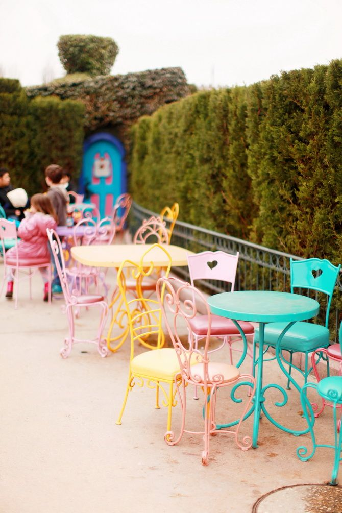 Disneyland Paris: coloured garden furniture. Please note theses are images we like and not actual products from Kingdom of Love.