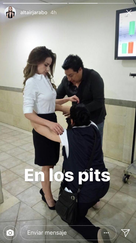 La actriz Altair Jarabo comparte foto en su cuenta de Instagram, donde se prepara para grabar escena en la telenovela #PorAmarSinLey, donde interpreta a una abogada.