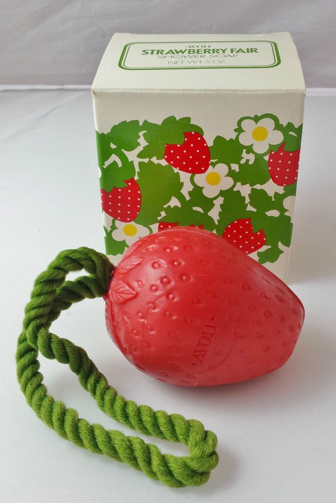 NEW IN BOX Vintage Avon Strawberry Fair Shower Soap On A Rope NEW! 5 oz