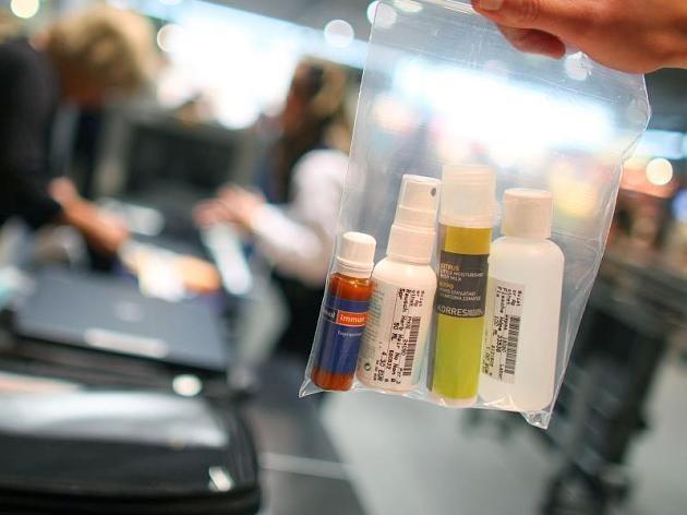Flüssigkeiten dürfen nur unter strengen Auflagen ins Handgepäck