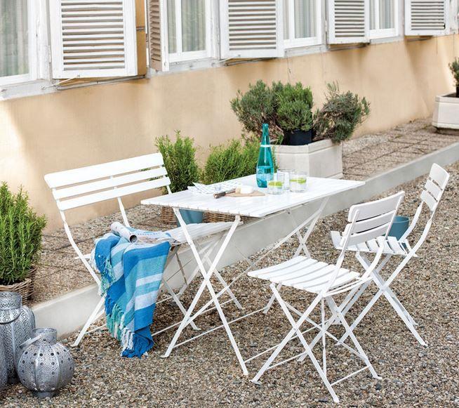 Bahçe mobilyalarını tercih ederken ailedeki kişi sayısına göre masanın boyutunu ve sandalye sayısını seçme şansınız bulunmaktadır. Yine bu tarz büyük masalar tercih ederken beyazı t