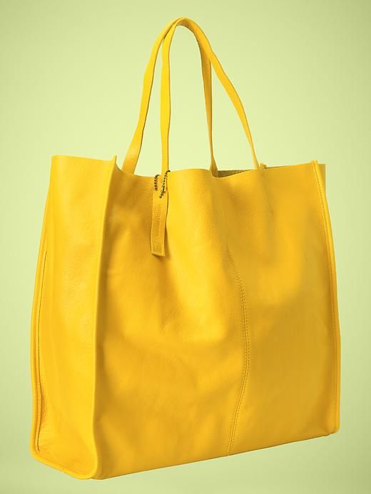 Love this bag!  And the color!  Oh my!