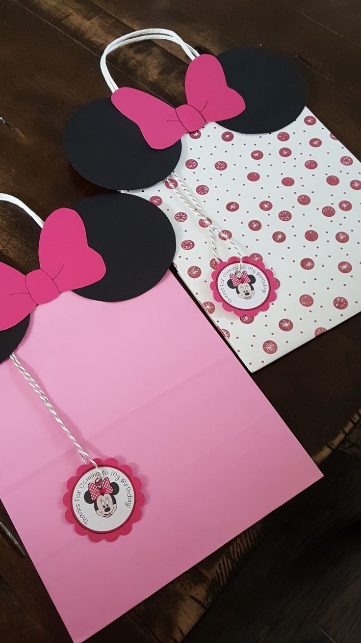 Minnie mouse inspired loot bags.