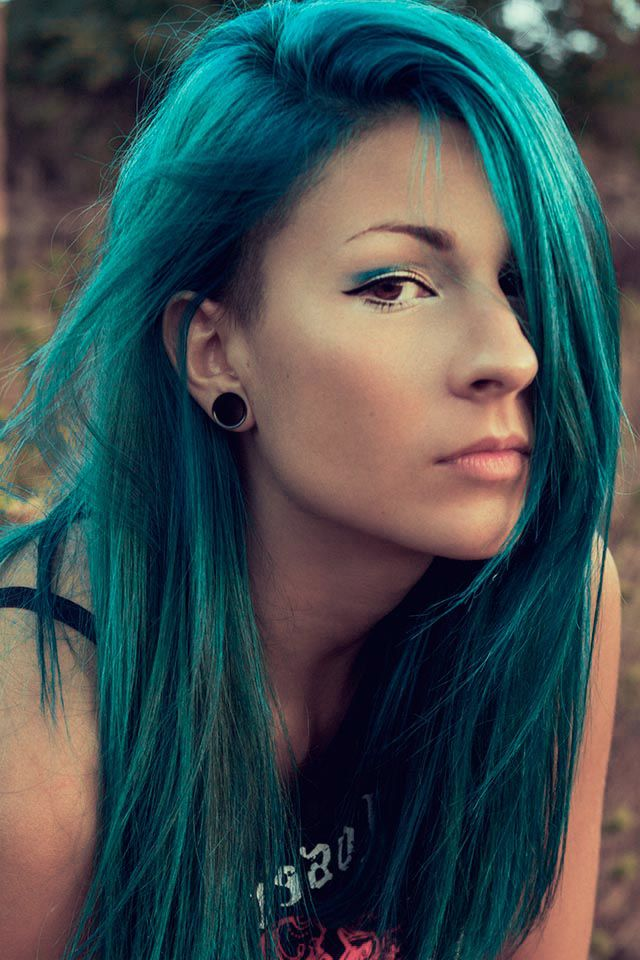 Teal hair :)   wonder if I can make this with demi permanent