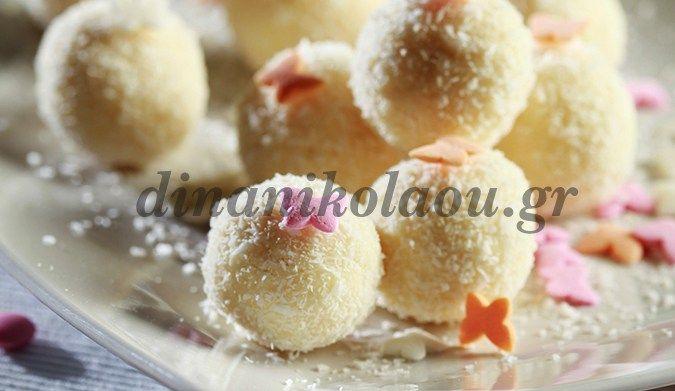 Τρουφάκια με λευκή σοκολάτα, αμυγδαλόσκονη και καρύδα