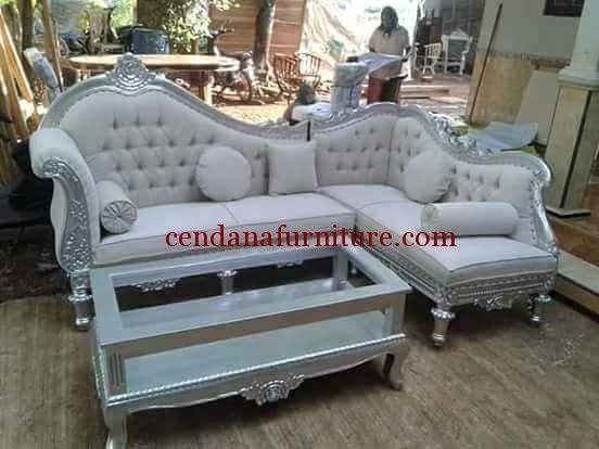 Kursi Sofa Sudut Mewah Silver Jepara memiliki tampilan cantik dengan design klasik, kursi yang kokoh dan nyaman saat kumpul keluarga.