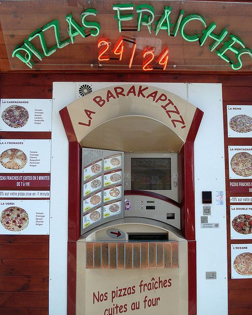 A #pizza #vending machine? We're in the future now! What do you think of such a machine?