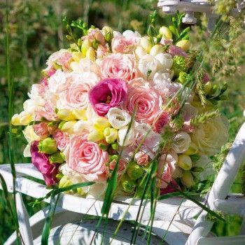 bukiet ślubny mieszany kolorowy letni frezja róża eustoma