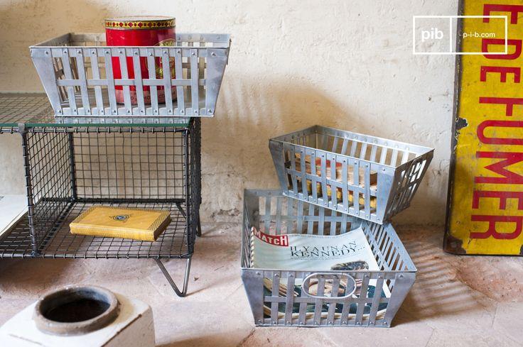 Diese Metallkörbe im Dreier-Set bieten viele Aufräummöglichkeiten und verleihen Ihrem Interieur gleichzeitig einen Vintage Charakter. Diese Metallkörbe im Dreier-Set sind perfekt sowohl fürs Verstauen als auch fürs Transportieren von Gegenständen. Egal ob Sie sie in der Küche, im Wohnzimmer oder im Büro verwenden wollen, sie werden überall für tolles Deko sorgen.