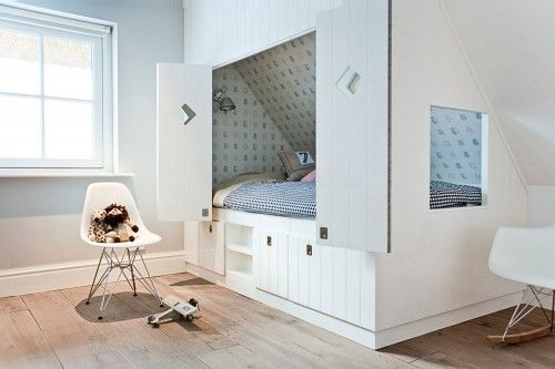 built in bunk bed / cupboard bed
