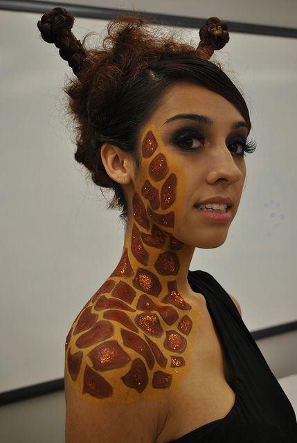 giraffe. by nikkiisabelle, via Flickr