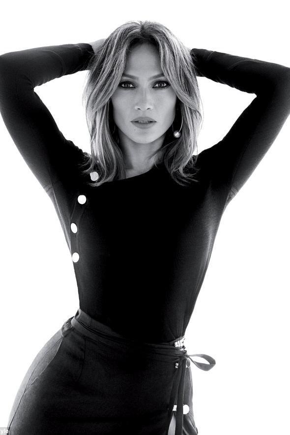 Jennifer Lopez wearing Altuzarra Spring 2016 Skirt