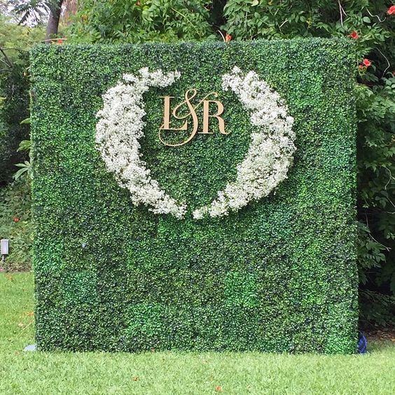 moss green wedding backdrop / http://www.himisspuff.com/wedding-backdrop-ideas/4/