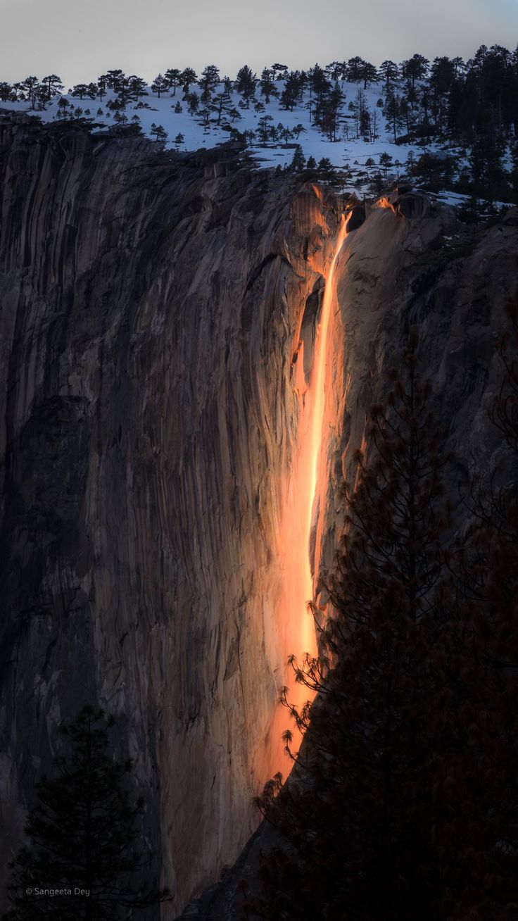 Once a year the sun hits Horsetail falls, Yosemite, just right to make it look like it's on fire. Photo by Sangeeta Dey - #funny #lol #viralvids #funnypics #EarthPorn more at: http://www.smellifish.com
