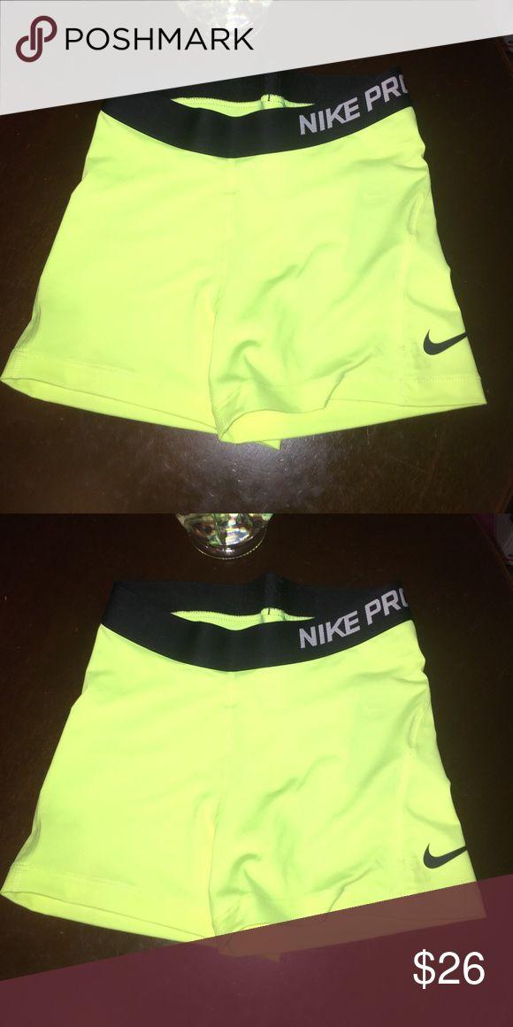 🛍🌺LAST OAIR CLEARANCE PRICE NWT NIKE PROS 🌺🛍 🛍🛍LAST PAIR🛍CLEARANCE PRICE 🛍NAT NIKE PROS SIZE SMALL🛍 Nike Shorts
