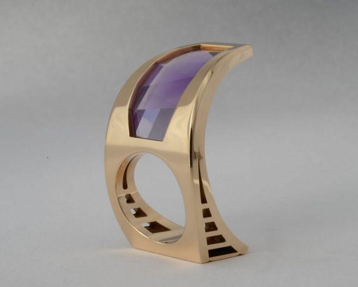 "Wesley Harris - Large Amethyst Ring 14 k. yellow gold, Amethyst 1995 1.5"" X 1"" X 1"""