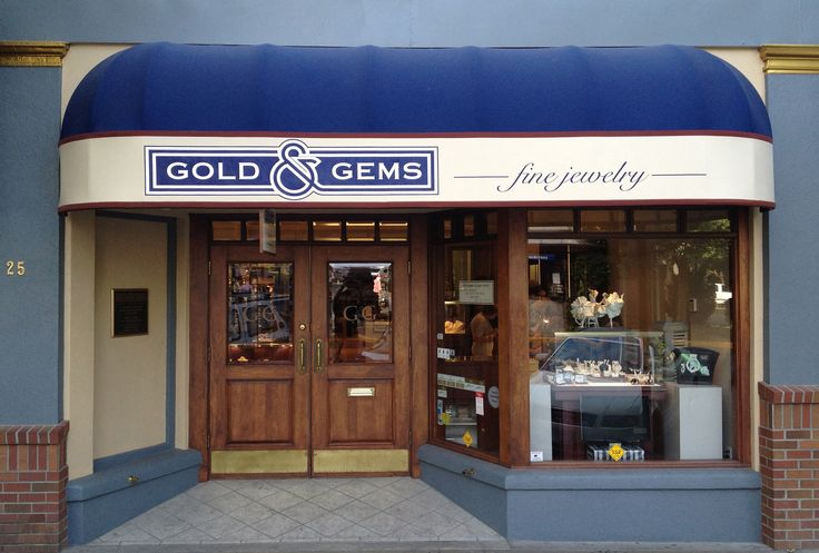 Entrance to the GG Ashland store in the historic old Masonic building.