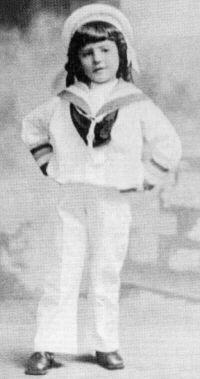 Foto de Salvador Allende, a los 4 años, vestido de marinero