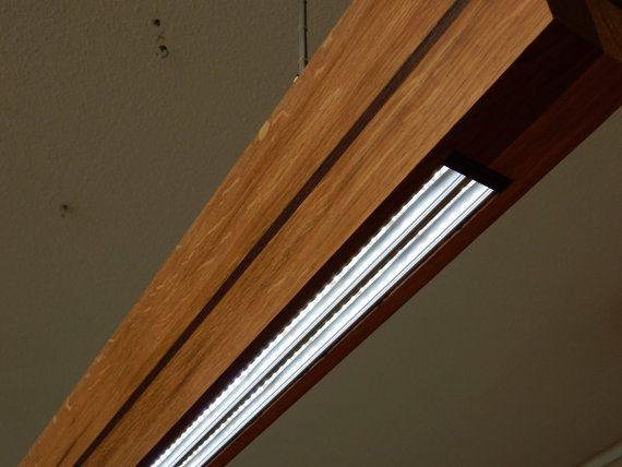 Tiras de luz de techo con doble LED. Este diseño de lámpara de NatureArt GBH viene con tira led dual regulable de 200 cm. cada tira es 120 LEDs, 9,3 vatios por metro. tan 4 x por la lámpara... en color brillante blanco 6000 K  Este diseño único de rústico roble aceitado y está equipado con madera Wenge negro ajuste. Esta bombilla LED es un llamativo para su oficina o casa por encima de su mesa de comedor. Con mando a distancia es regulable en cualquier ambiente.  Esta bombilla de Led de GBH…