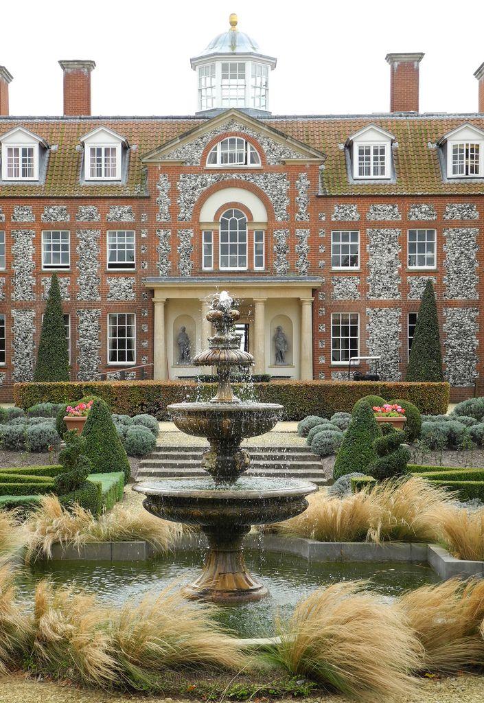 Hilborough House, Norfolk, UK (by UltraPanavision) I love a pretty Fountain !